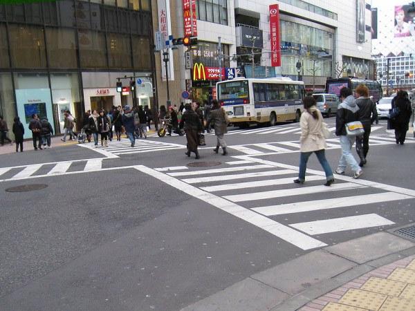 Диагональный пешеходный переход в Японии