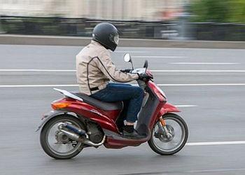 Нужно ли получать права на скутер или мопед?