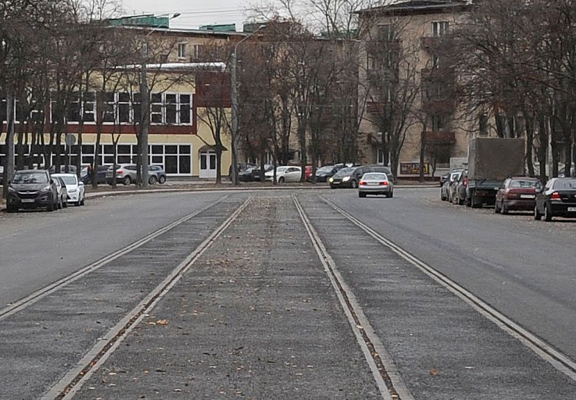 Трамвайные пути посередине дороги