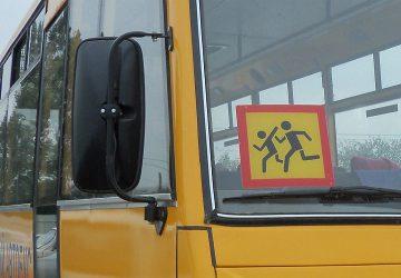 Нужно ли устанавливать знак «Перевозка детей» на легковые автомобили?