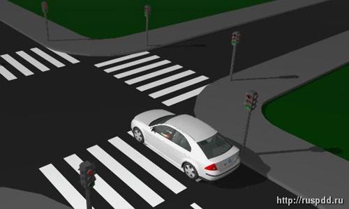 остановка перед знаком стоп при светофоре