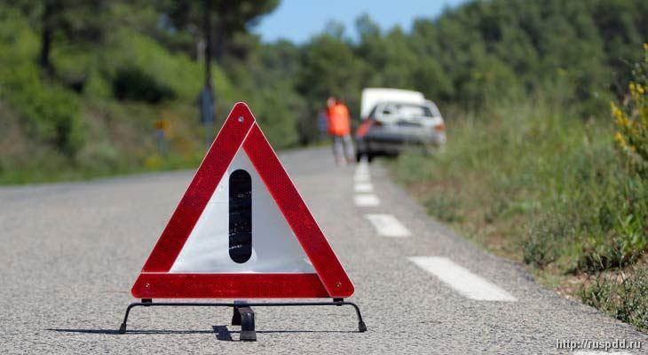 Знак аварийной остановки устанавливается на расстоянии 30 метров вне населенного пункта